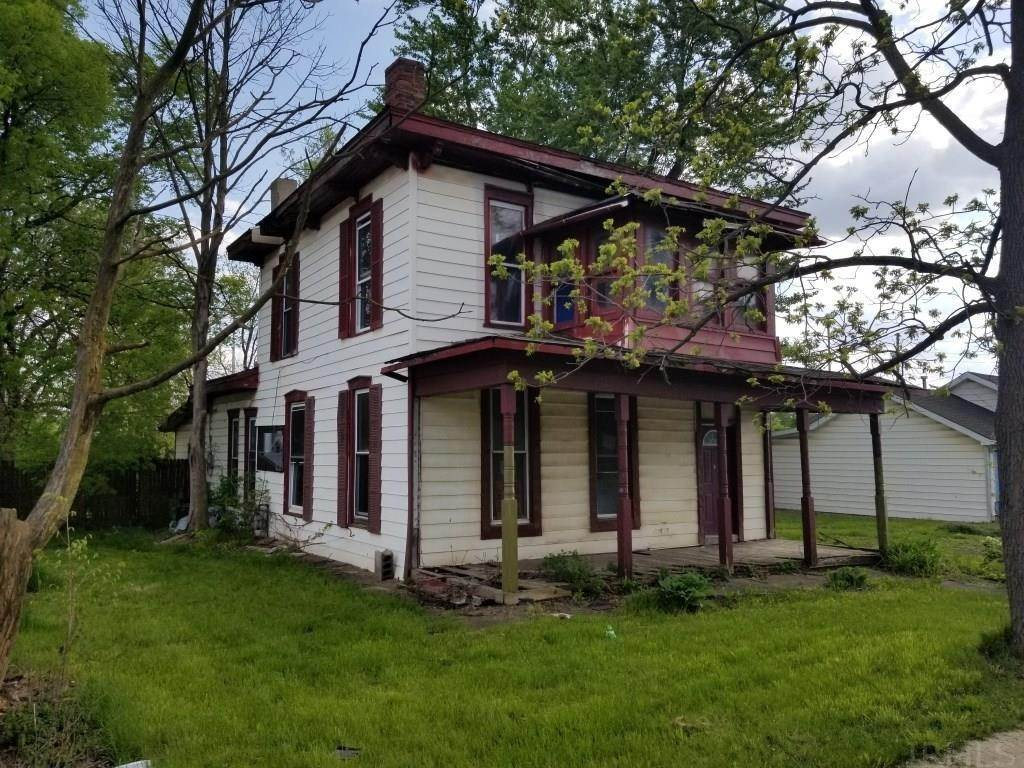 Single Family Homes pour l Vente à 535 W Washington Street Hartford City, Indiana 47348 États-Unis