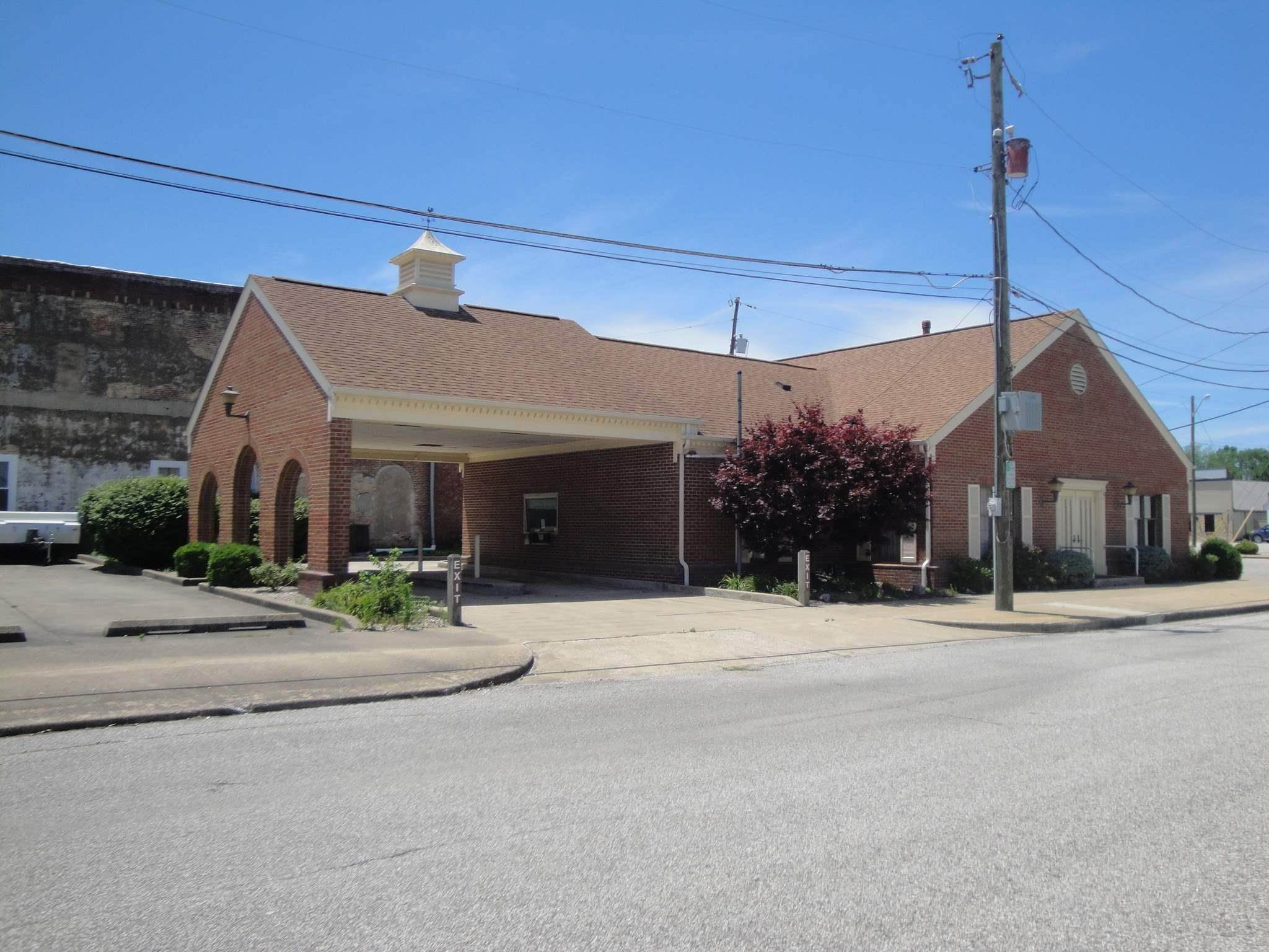 Commercial for Sale at 203 NE 1ST. Street Loogootee, Indiana 47553 United States