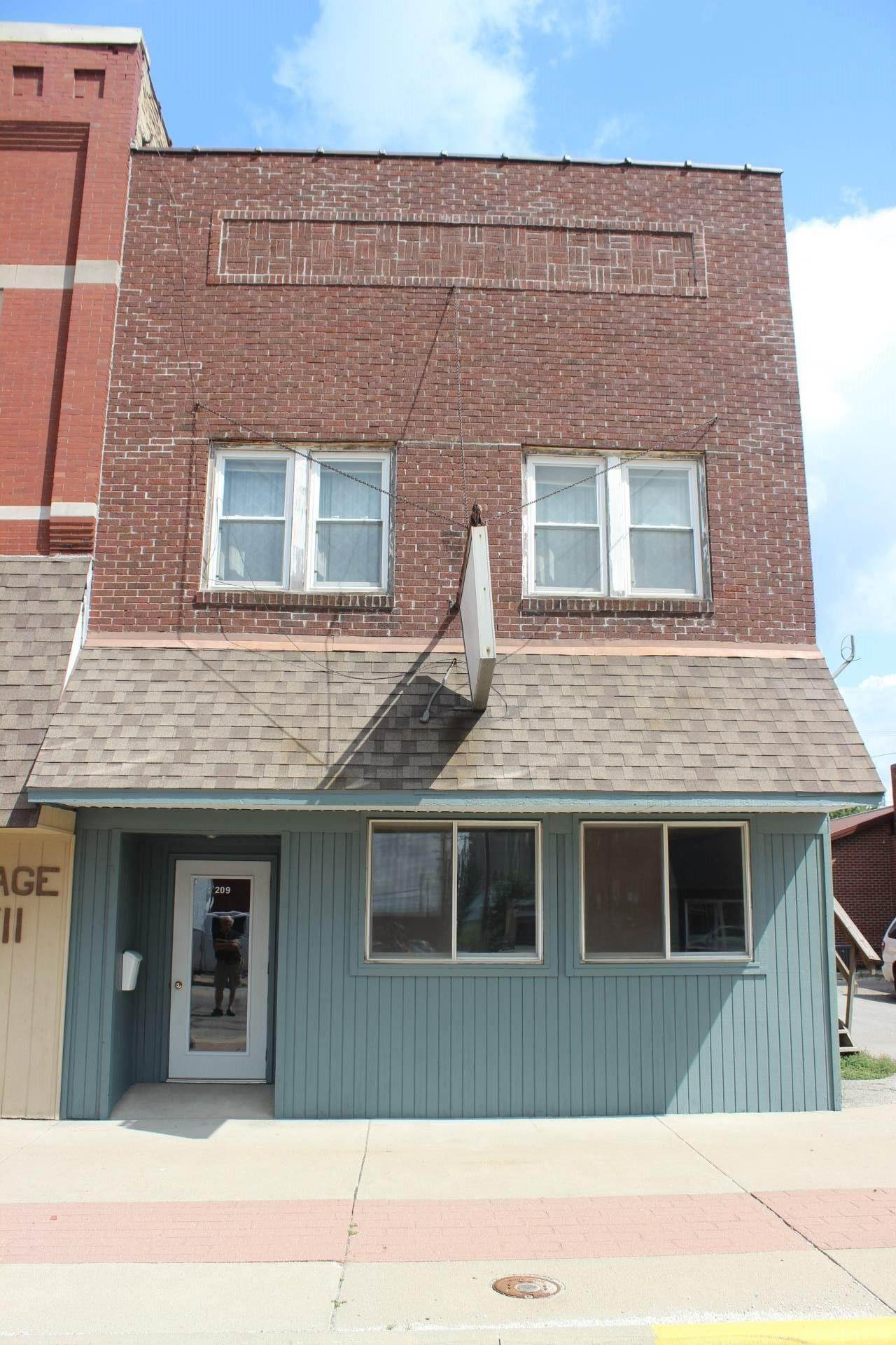Commercial for Sale at 209 E 5th Street Fowler, Indiana 47944 United States