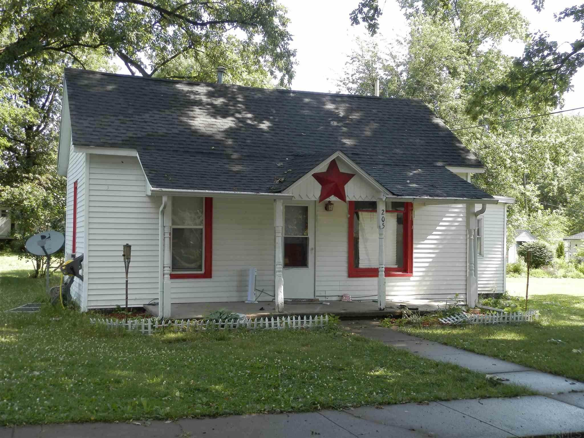 Single Family Homes for Sale at 205 W Plum Street Oxford, Indiana 47971 United States