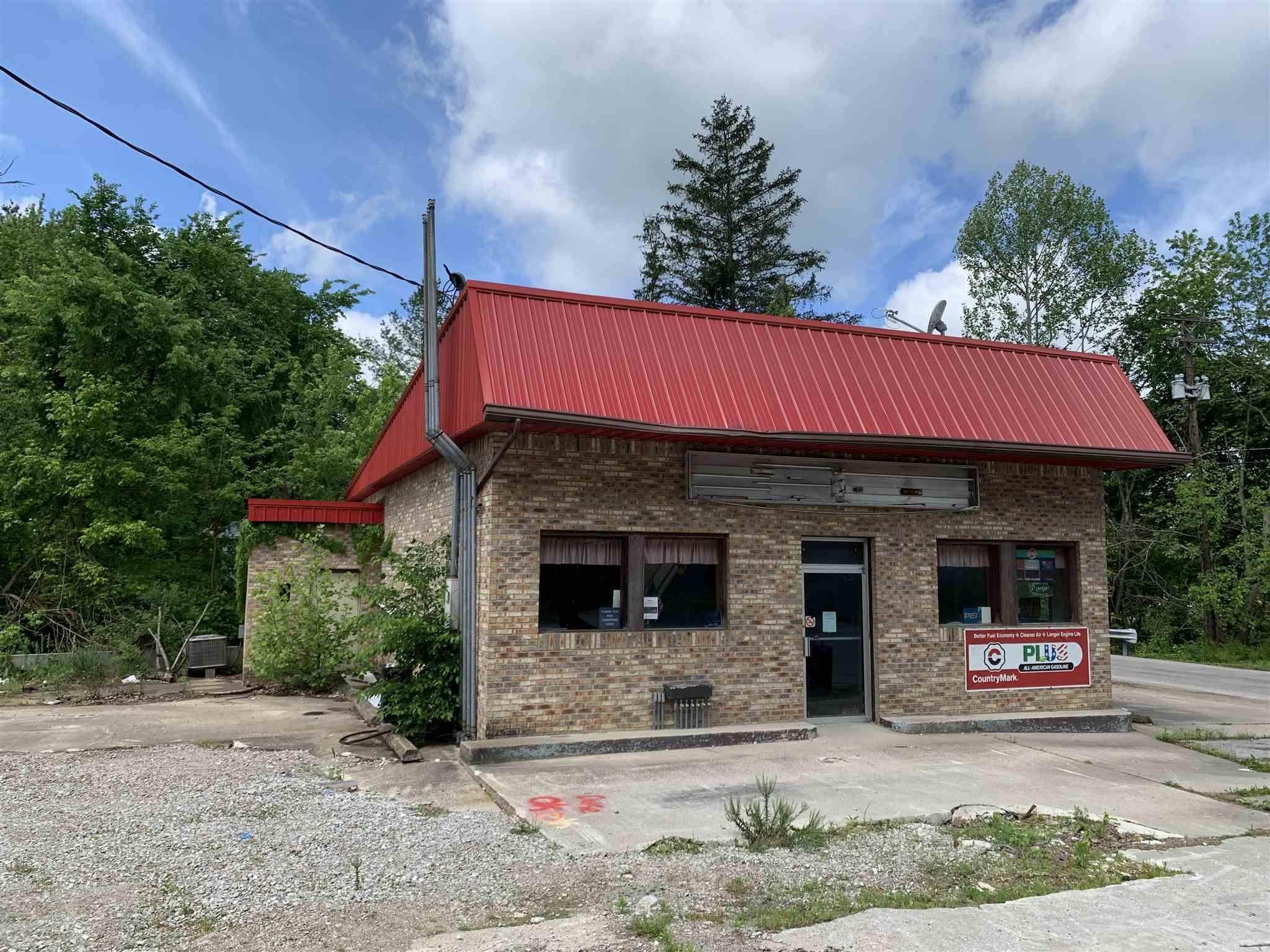 Commercial for Sale at 250 W MAIN Street English, Indiana 47118 United States