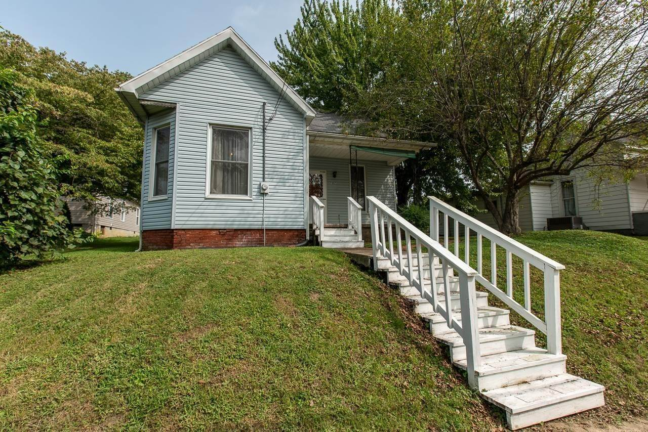 Single Family Homes por un Venta en 707 N Third Street Boonville, Indiana 47601 Estados Unidos