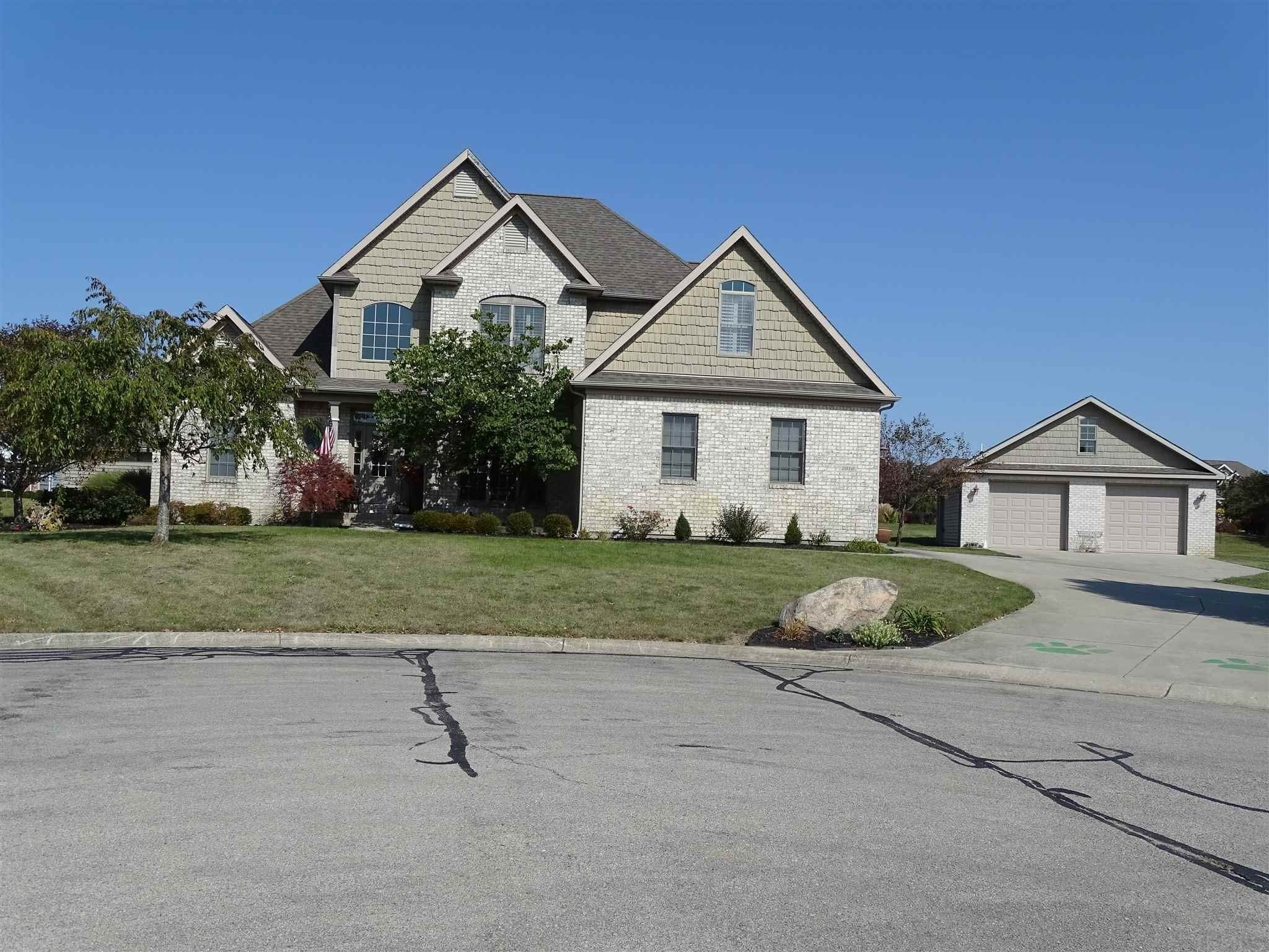 Single Family Homes pour l Vente à 7916 Adare Muncie, Indiana 47304 États-Unis