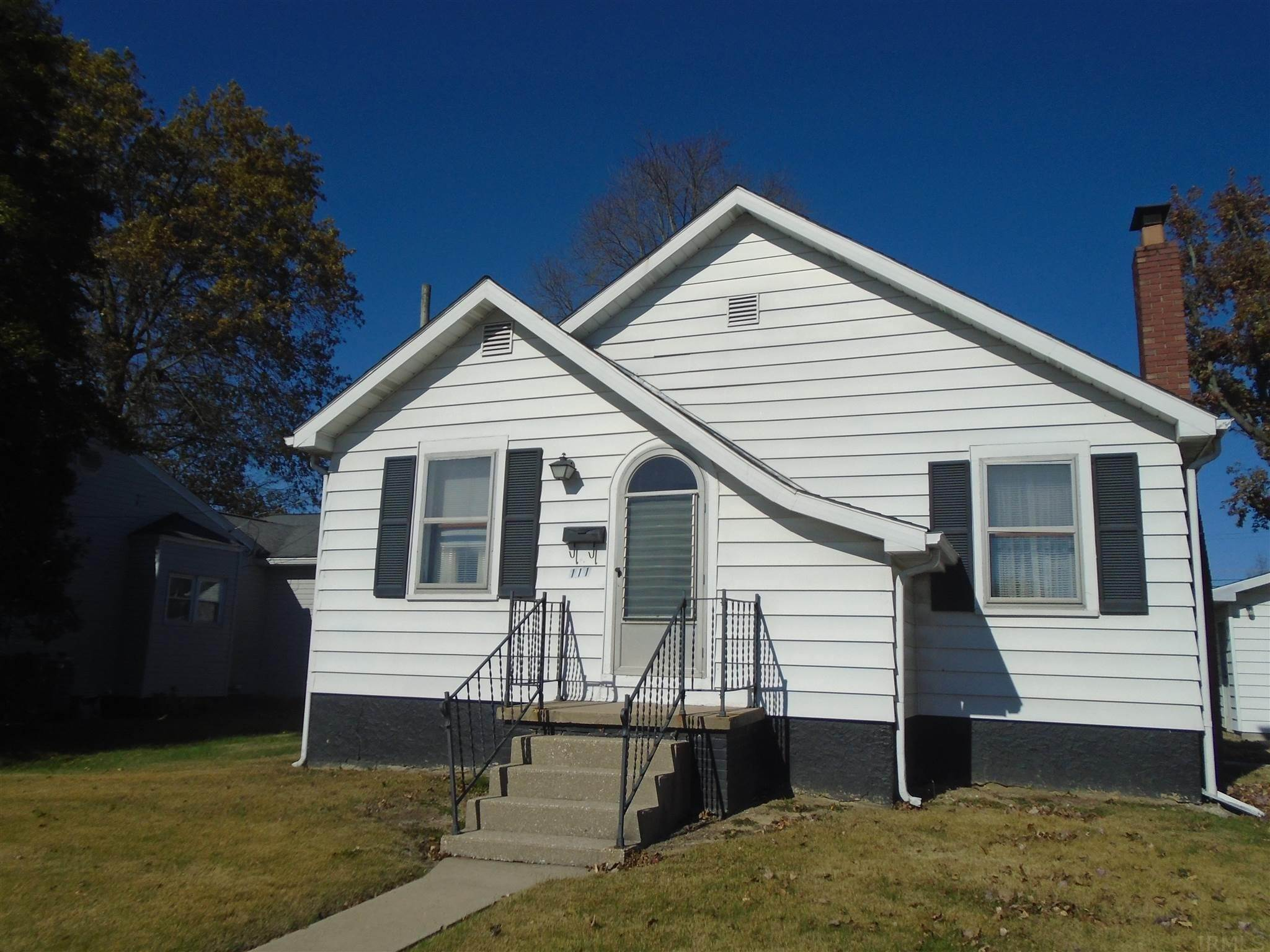 Single Family Homes pour l Vente à 111 Queen Street Loogootee, Indiana 47553 États-Unis