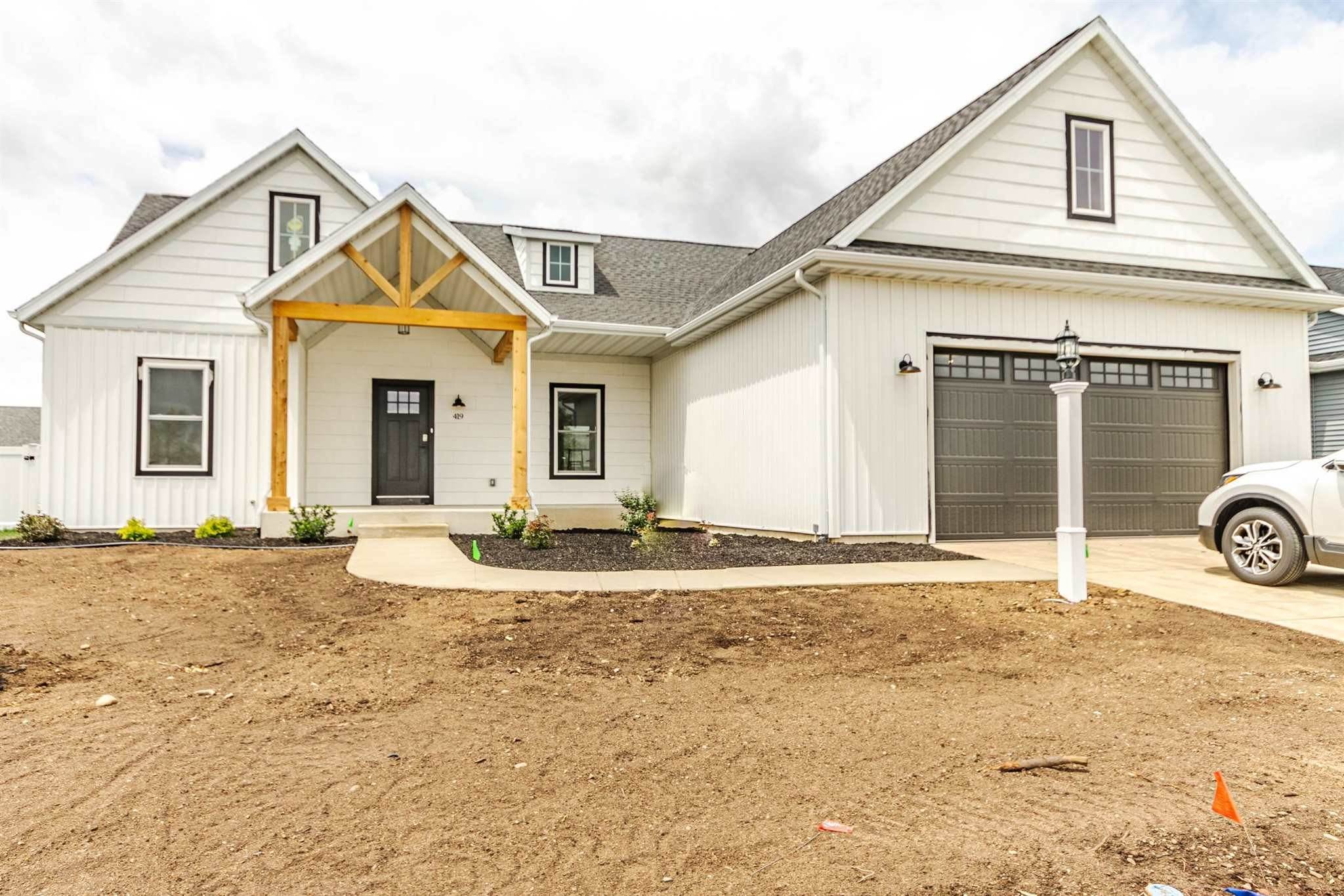 Single Family Homes pour l Vente à 419 Shepherds Way Osceola, Indiana 46561 États-Unis