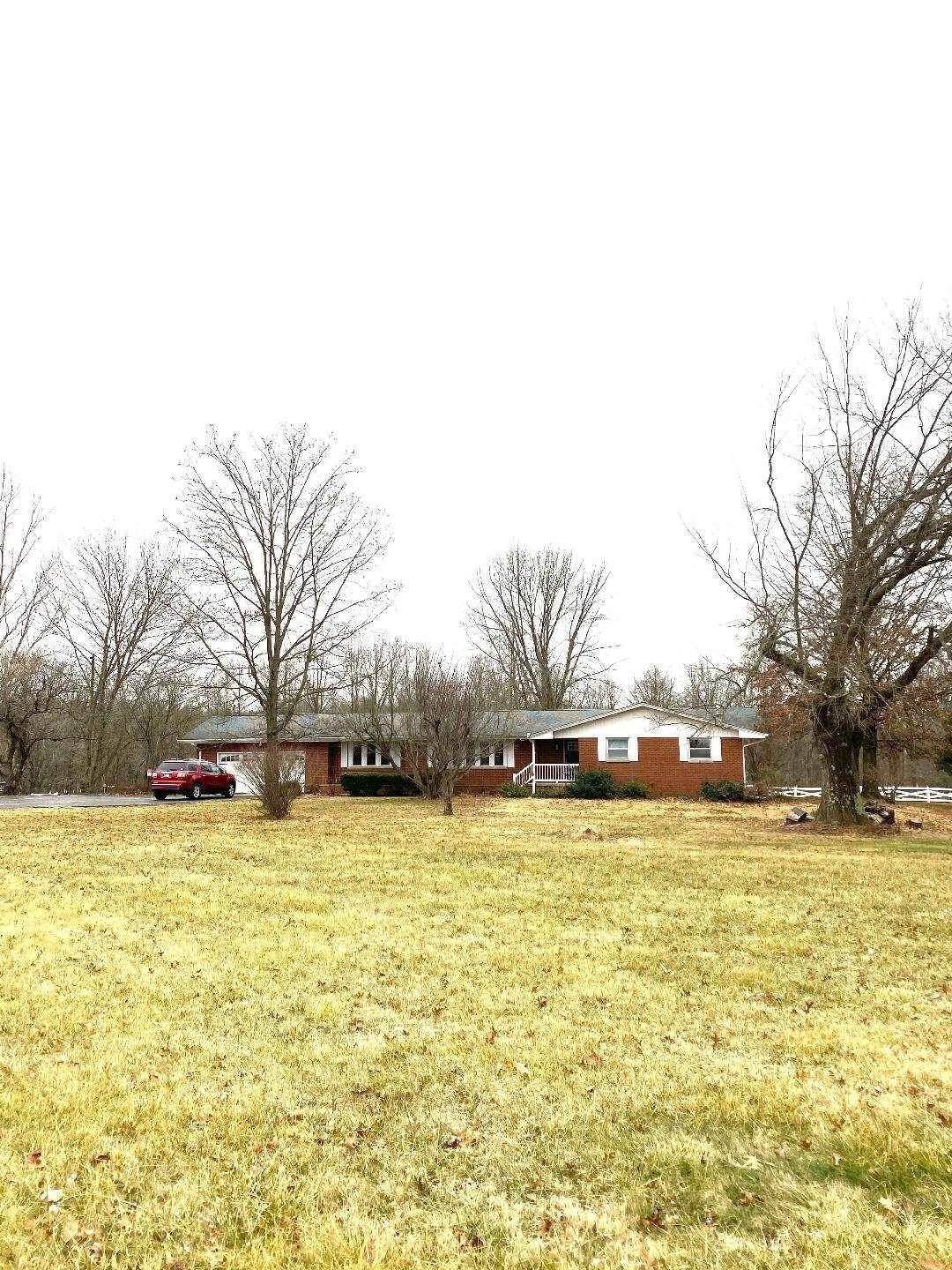 Single Family Homes pour l Vente à 4448 E State Road 54 Highway Bloomfield, Indiana 47424 États-Unis