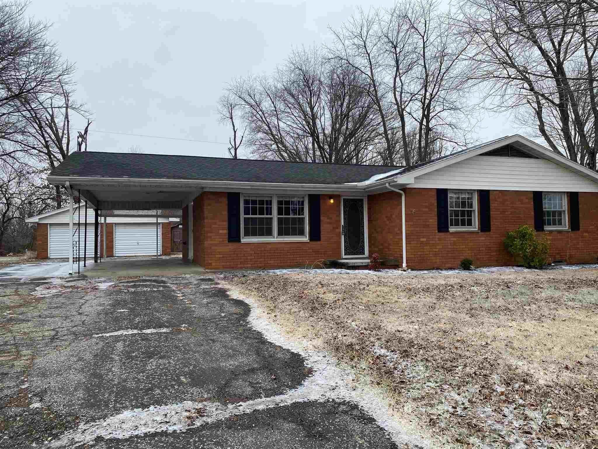 Single Family Homes pour l Vente à 1288 S Stonehaven Circle Boonville, Indiana 47601 États-Unis