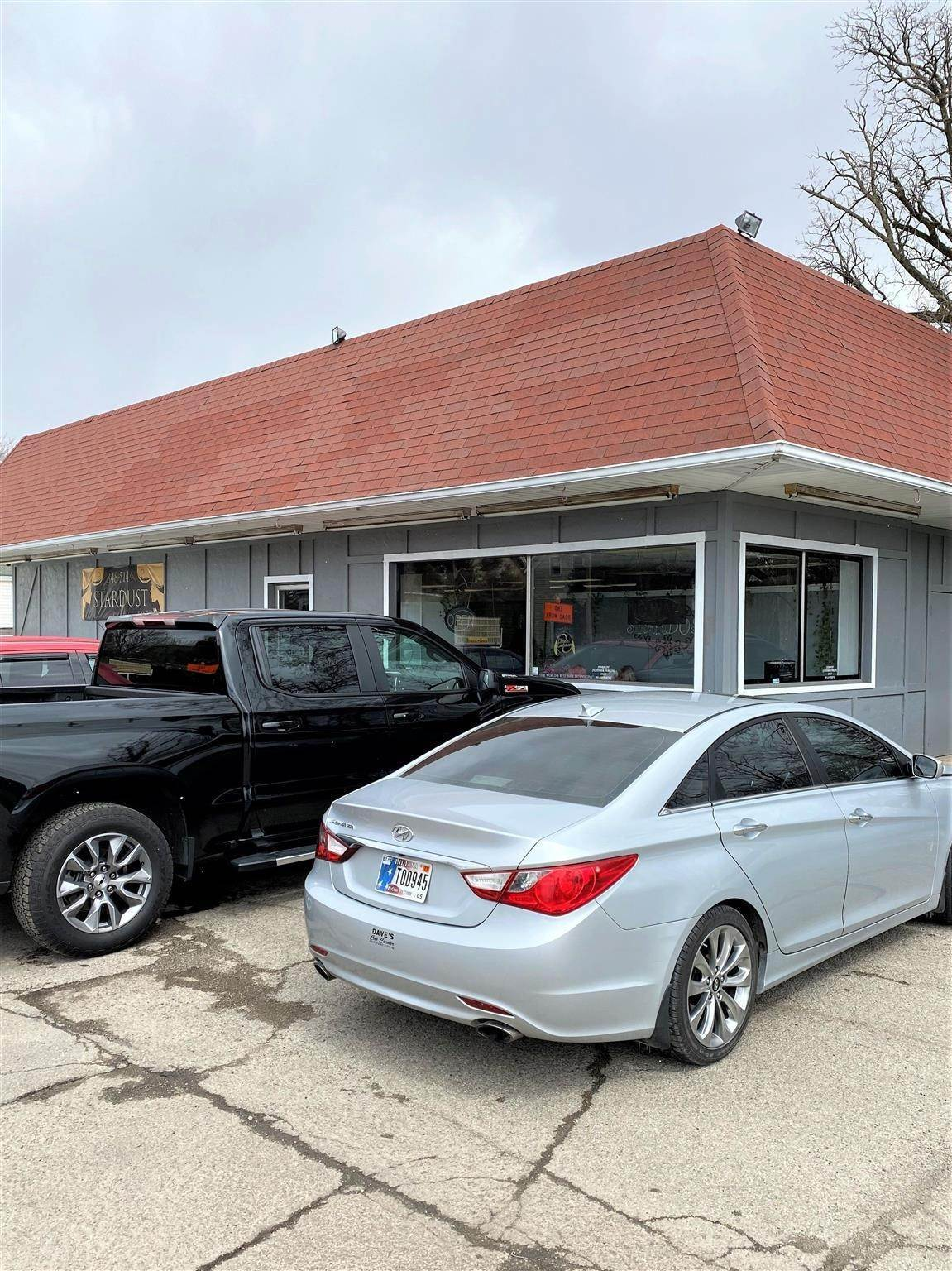 Commercial for Sale at 400 N Walnut Street Hartford City, Indiana 47348 United States