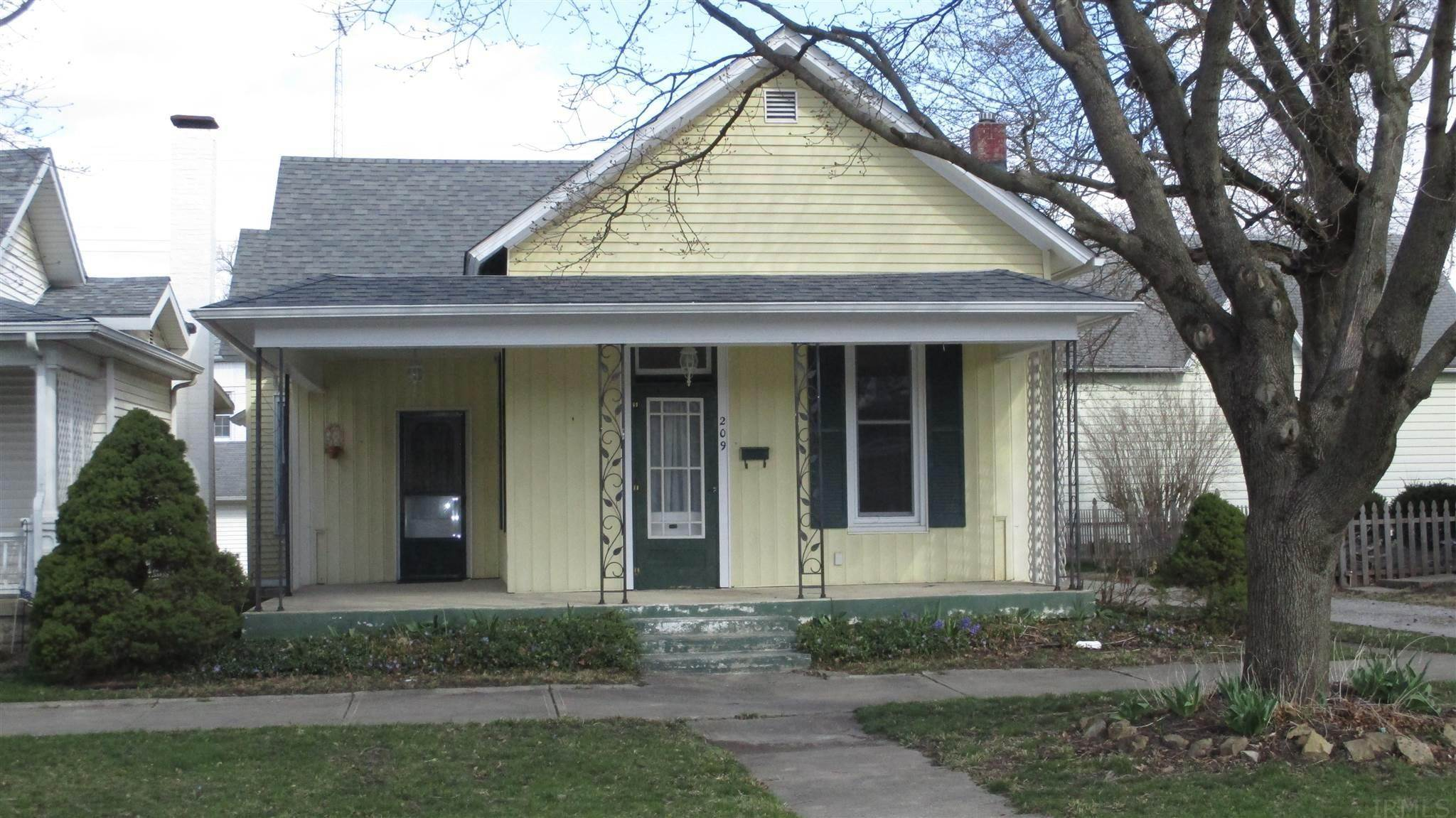 Single Family Homes pour l Vente à 209 E Franklin Street Delphi, Indiana 46923 États-Unis