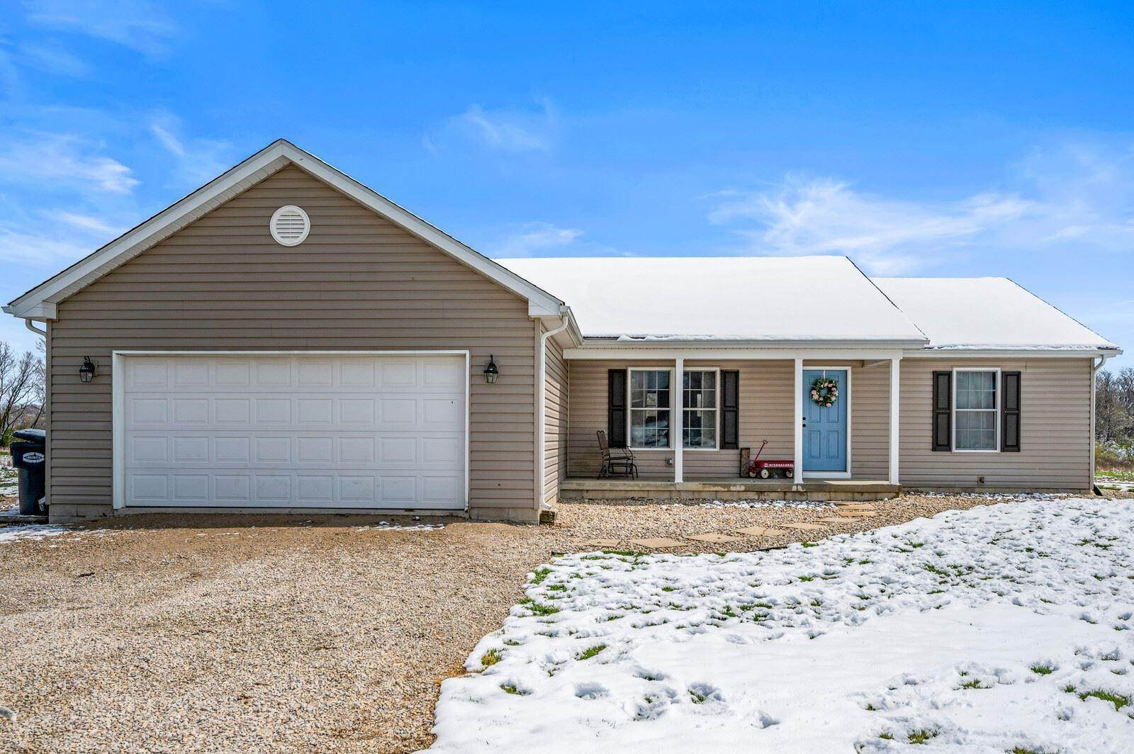Single Family Homes pour l Vente à 7701 N 100W Road Hartford City, Indiana 47348 États-Unis