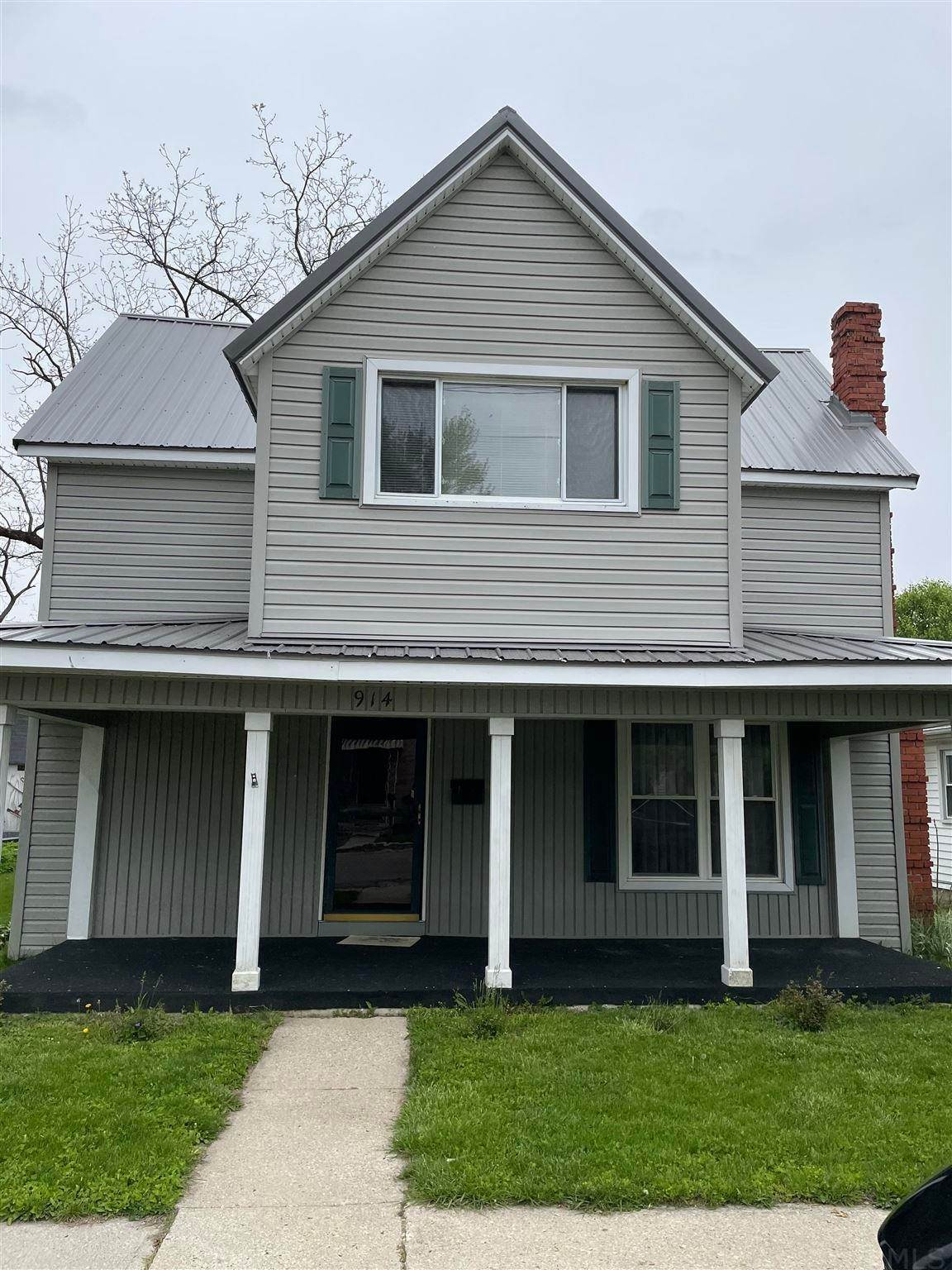 Single Family Homes pour l Vente à 914 W ELM Street Hartford City, Indiana 47348 États-Unis