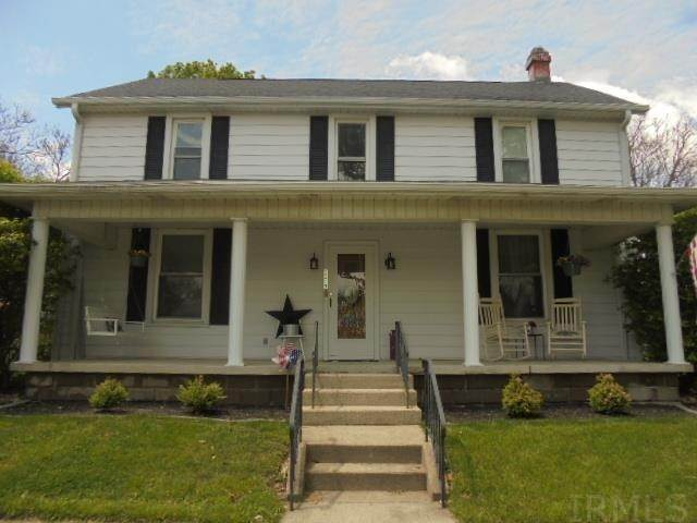 Single Family Homes pour l Vente à 1113 N High Street Hartford City, Indiana 47348 États-Unis