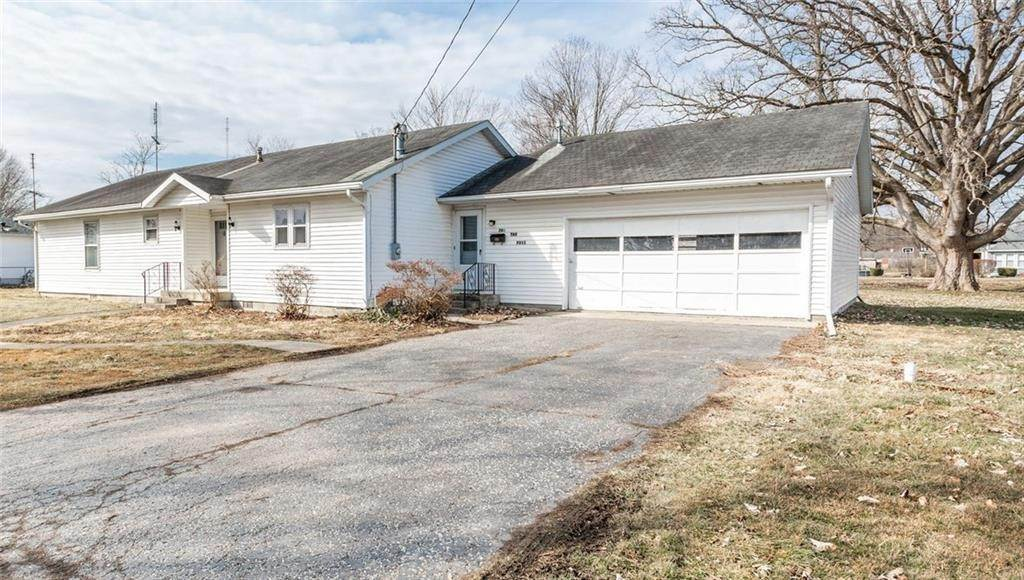 Single Family Homes for Sale at 708 Cherry Street 708 Cherry Street Hartford City, Indiana 47348 United States