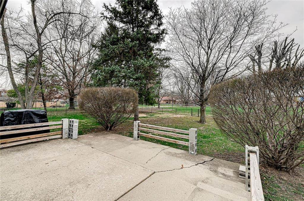 40. Single Family Homes for Sale at 6649 YELLOWSTONE Parkway Indianapolis, Indiana 46217 United States