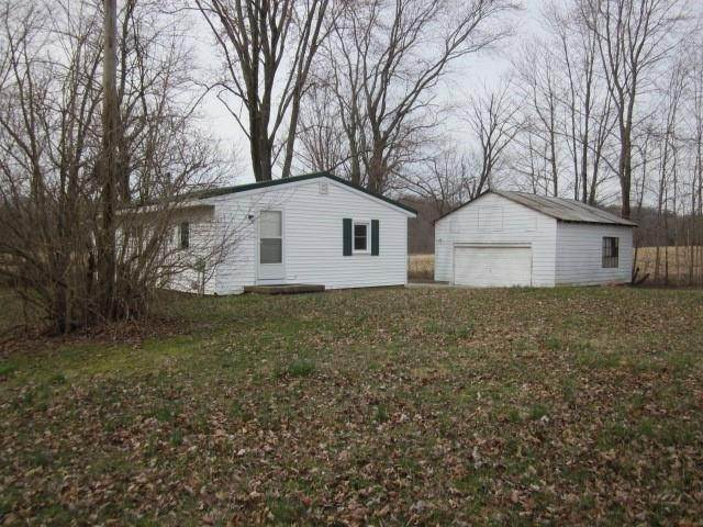 Single Family Homes pour l Vente à 8400 W State Hwy 46 Bowling Green, Indiana 47833 États-Unis