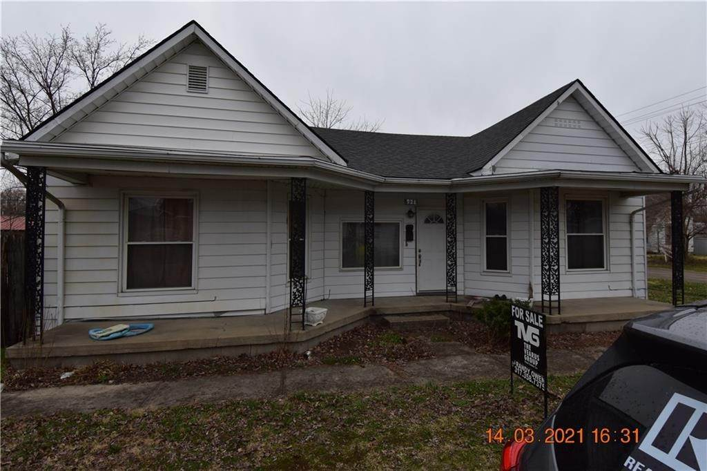 Single Family Homes pour l Vente à 286 E Kerton Street Scottsburg, Indiana 47170 États-Unis