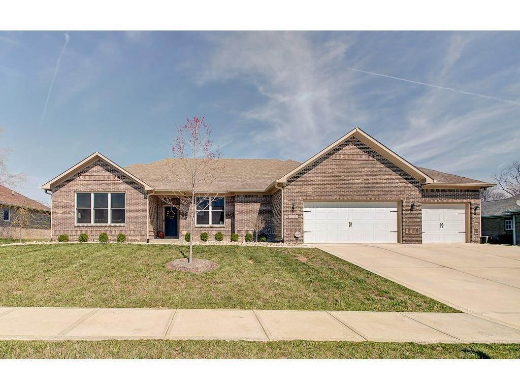 Single Family Homes pour l Vente à 2330 Oak Drive Clayton, Indiana 46118 États-Unis