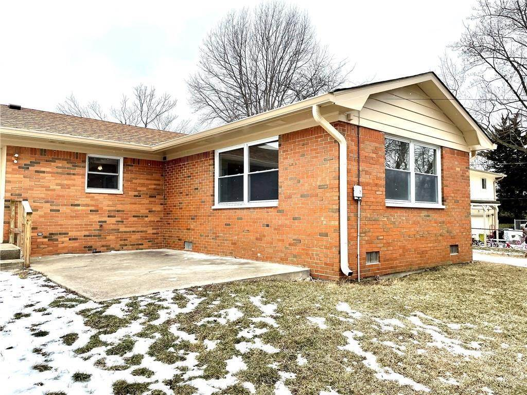 31. Single Family Homes for Sale at 8211 Laura Lynne Lane Indianapolis, Indiana 46217 United States