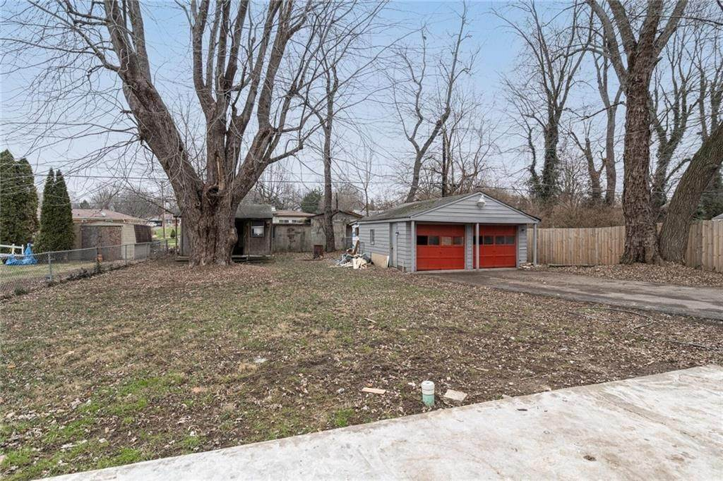 30. Single Family Homes for Sale at 4365 Olney Street Indianapolis, Indiana 46205 United States