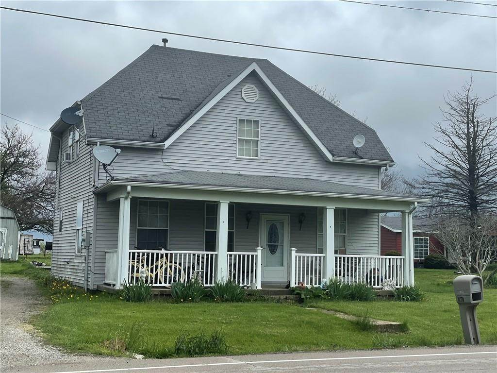 Single Family Homes pour l Vente à 4754 E Us Highway 52 Rushville, Indiana 46173 États-Unis