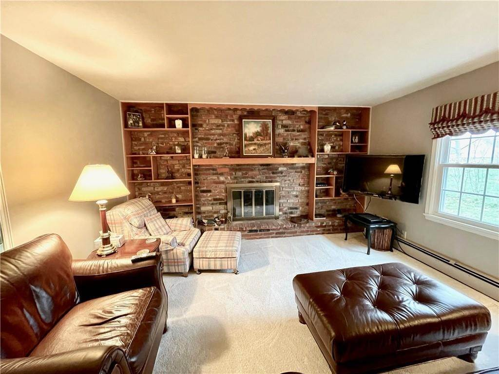 17. Single Family Homes for Sale at 207 Narcissus Drive Indianapolis, Indiana 46227 United States