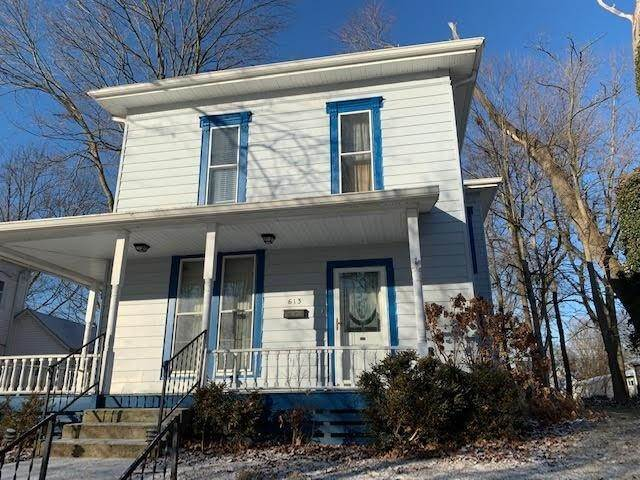 Single Family Homes pour l Vente à 613 Water Street Crawfordsville, Indiana 47933 États-Unis