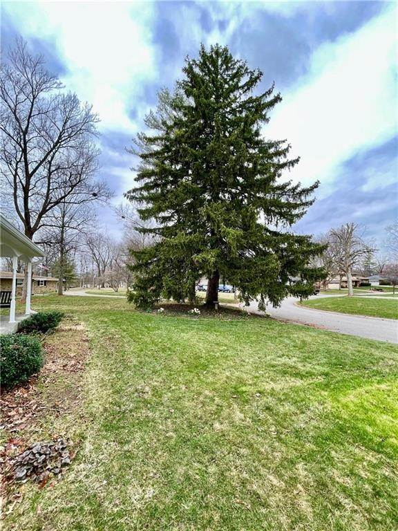 4. Single Family Homes for Sale at 207 Narcissus Drive Indianapolis, Indiana 46227 United States