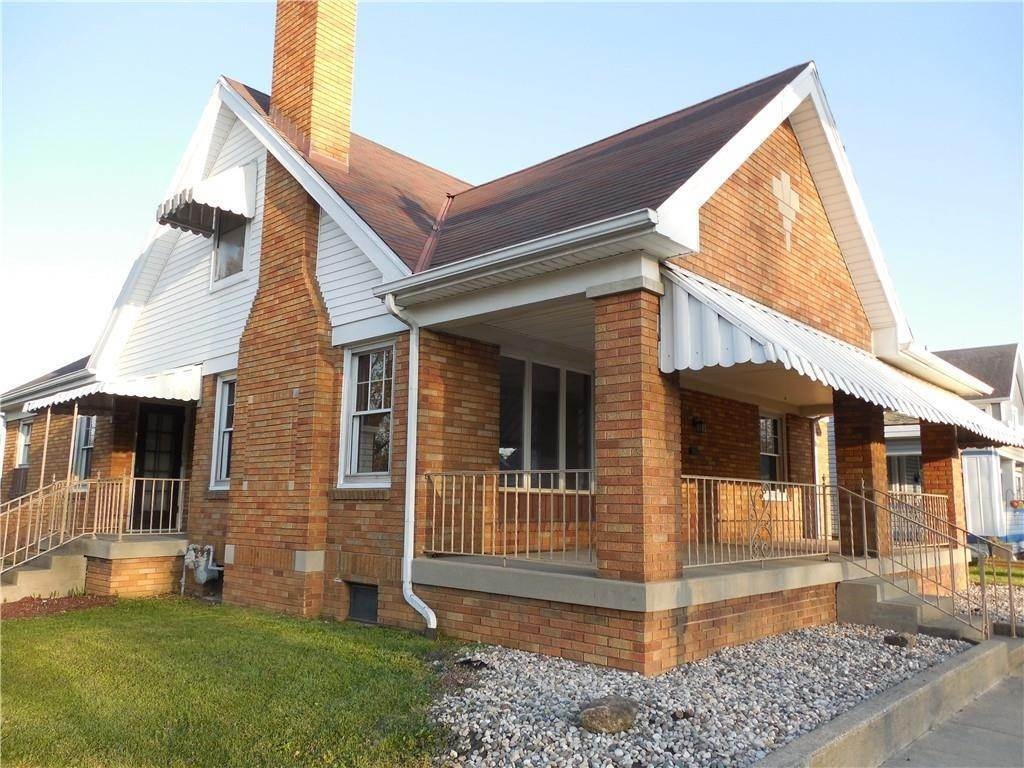 Single Family Homes pour l Vente à 1040 N Main Street Rushville, Indiana 46173 États-Unis