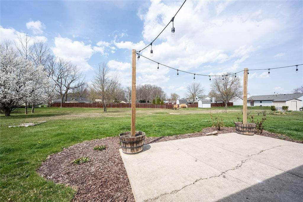 38. Residential Lease for Sale at 8442 PRAIRIE Drive Indianapolis, Indiana 46256 United States
