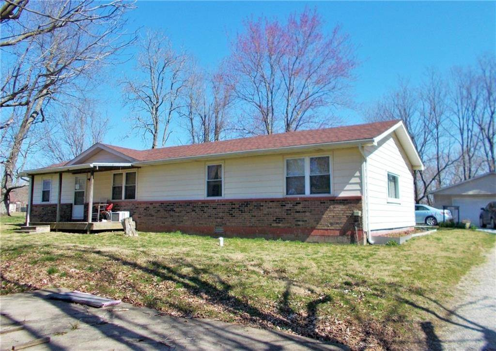 Single Family Homes 为 销售 在 9060 N County Road 740 Butlerville, 印第安纳州 47223 美国