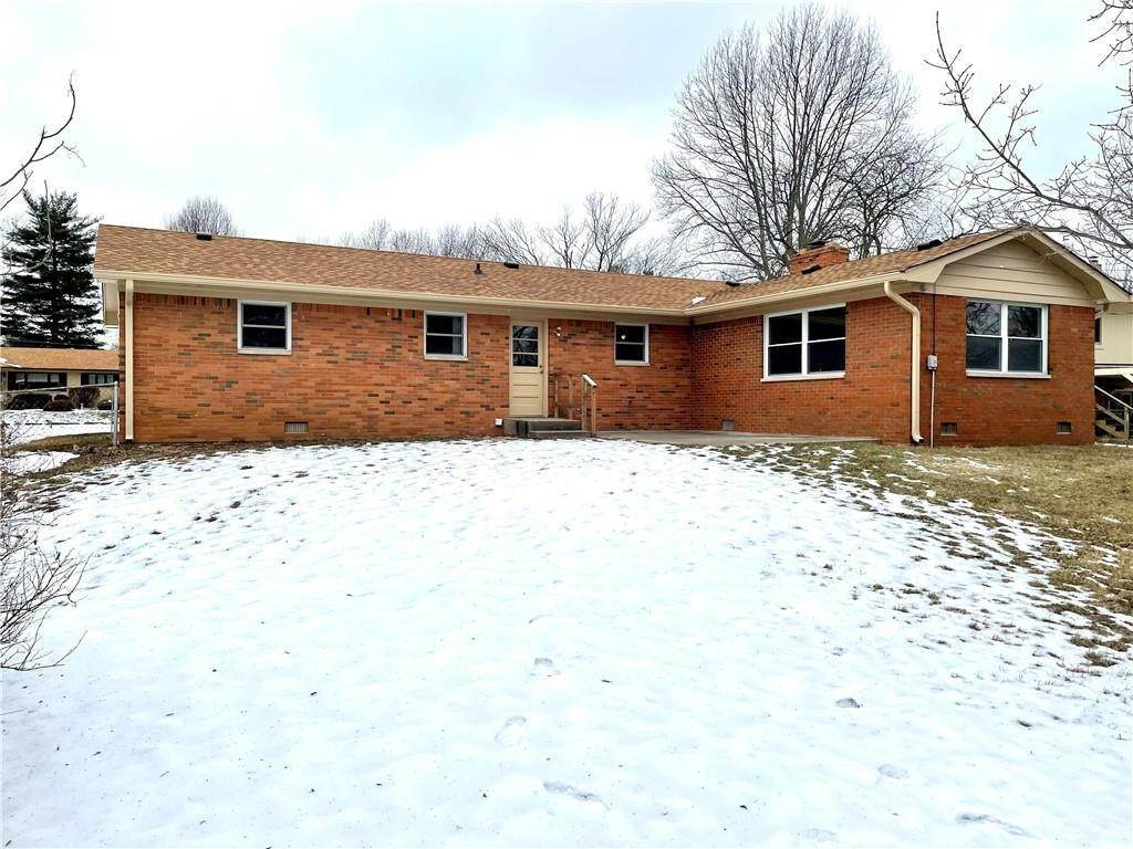 32. Single Family Homes for Sale at 8211 Laura Lynne Lane Indianapolis, Indiana 46217 United States