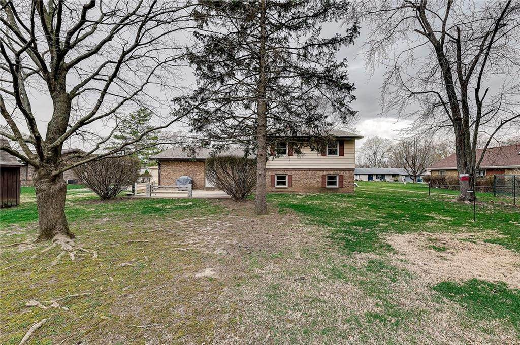 36. Single Family Homes for Sale at 6649 YELLOWSTONE Parkway Indianapolis, Indiana 46217 United States