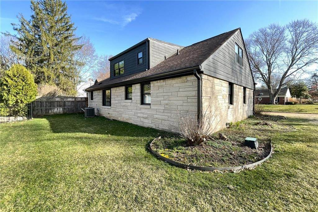 44. Single Family Homes for Sale at 6902 WARWICK Road Indianapolis, Indiana 46220 United States