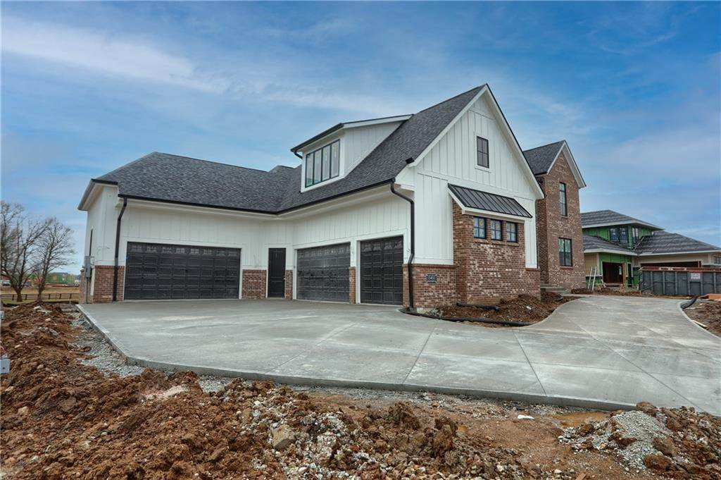 Single Family Homes pour l Vente à 15455 Grassy Meadow Court Carmel, Indiana 46033 États-Unis