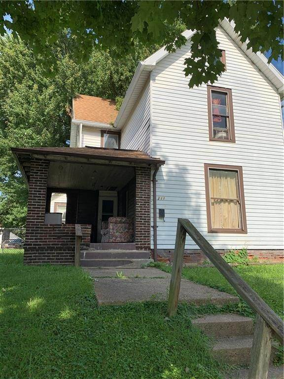 Single Family Homes pour l Vente à 211 Whitlock Avenue Crawfordsville, Indiana 47933 États-Unis