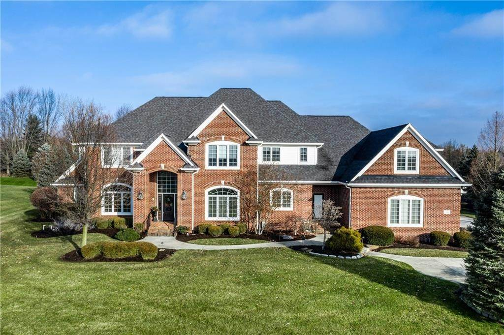 Single Family Homes pour l Vente à 2384 Treesdale Circle Carmel, Indiana 46032 États-Unis