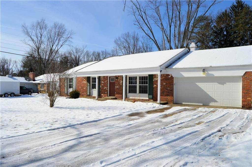 5. Single Family Homes for Sale at 8172 Shottery Terrace Indianapolis, Indiana 46268 United States