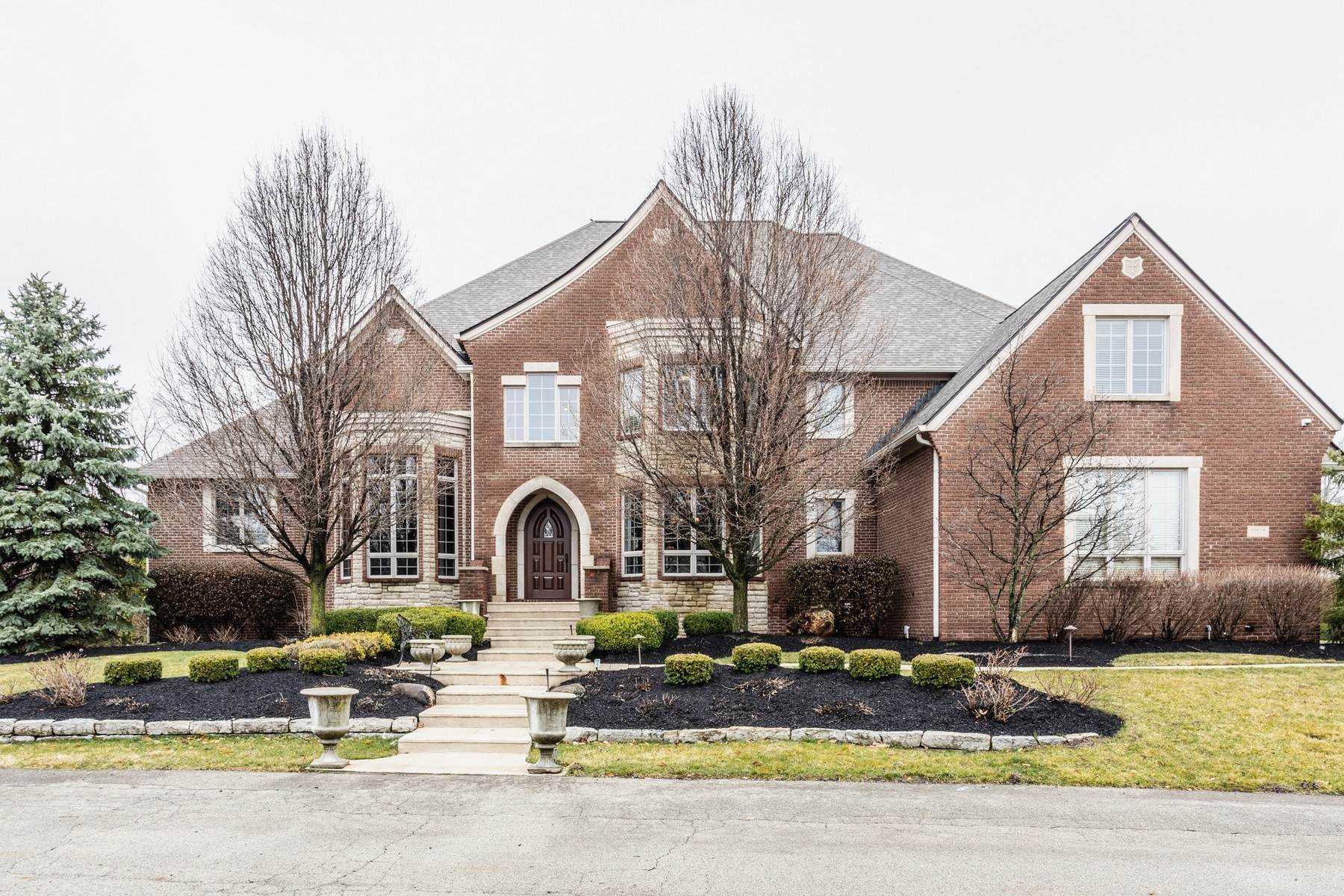 Single Family Homes pour l Vente à Stunning Estate in Carmel 13879 Coldwater Drive Carmel, Indiana 46032 États-Unis