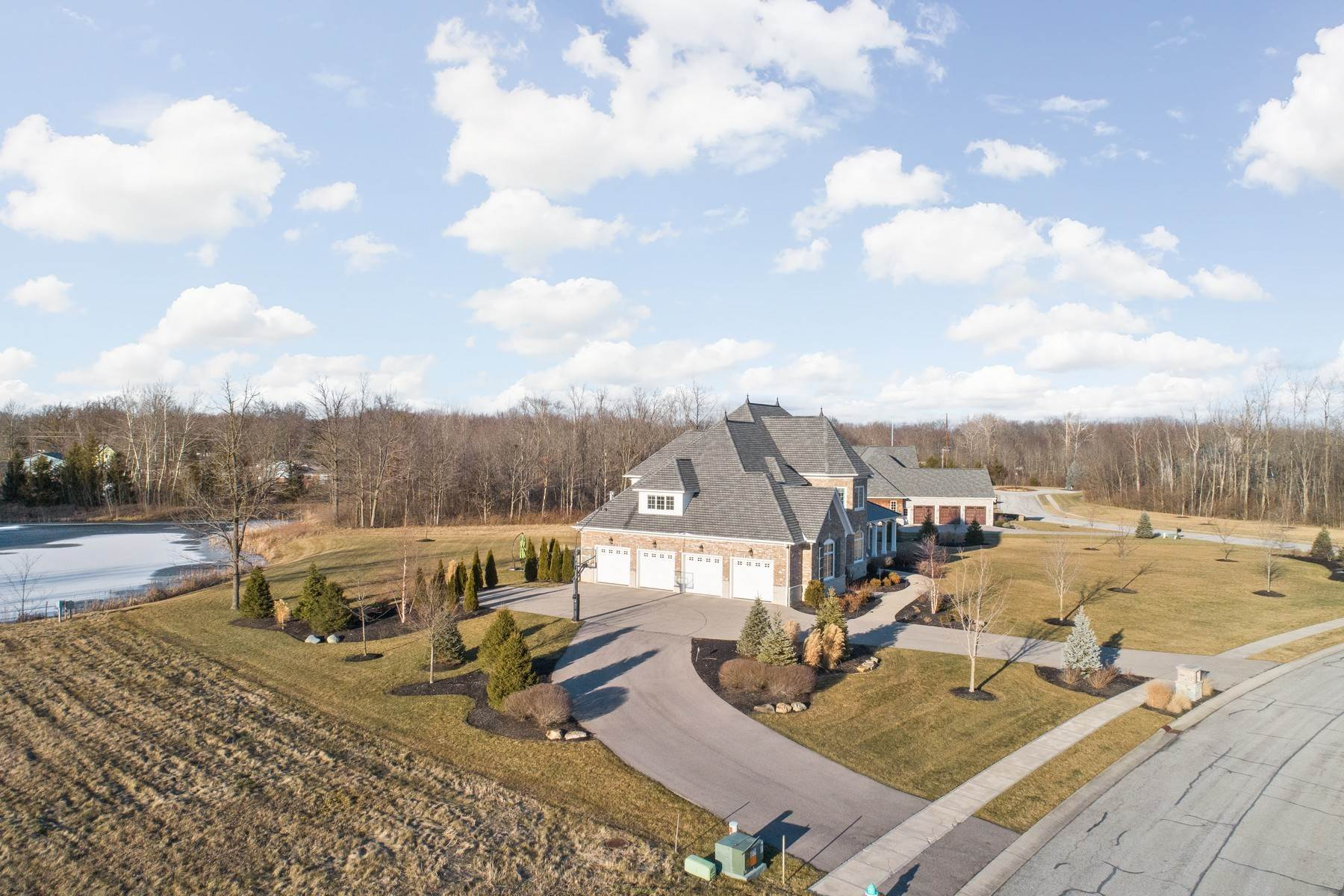 49. Single Family Homes for Sale at Stunning Estate in Shannon Springs 8380 Shannon Springs Drive Zionsville, Indiana 46077 United States