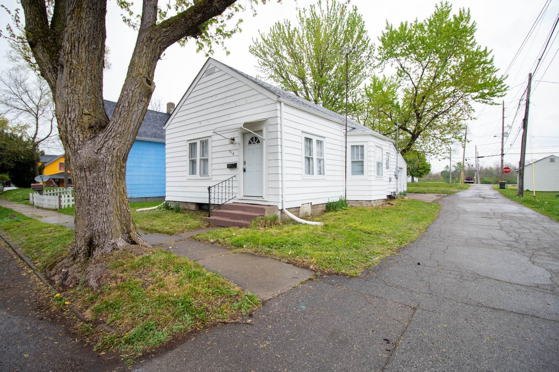 Single Family Homes в Quiet Setting, Updated Interior 316 Delaware Street Anderson, Индиана 46016 Соединенные Штаты
