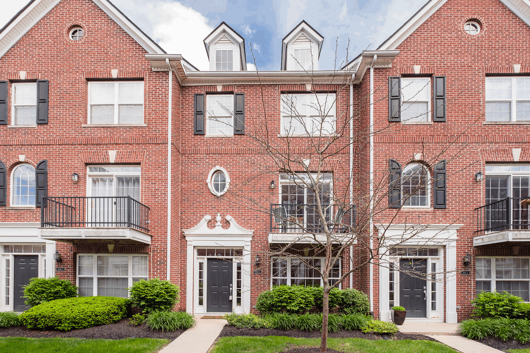 townhouses for Sale at Beautiful Townhome in Zionsville 11921 Riley Drive Unit #3 Zionsville, Indiana 46077 United States