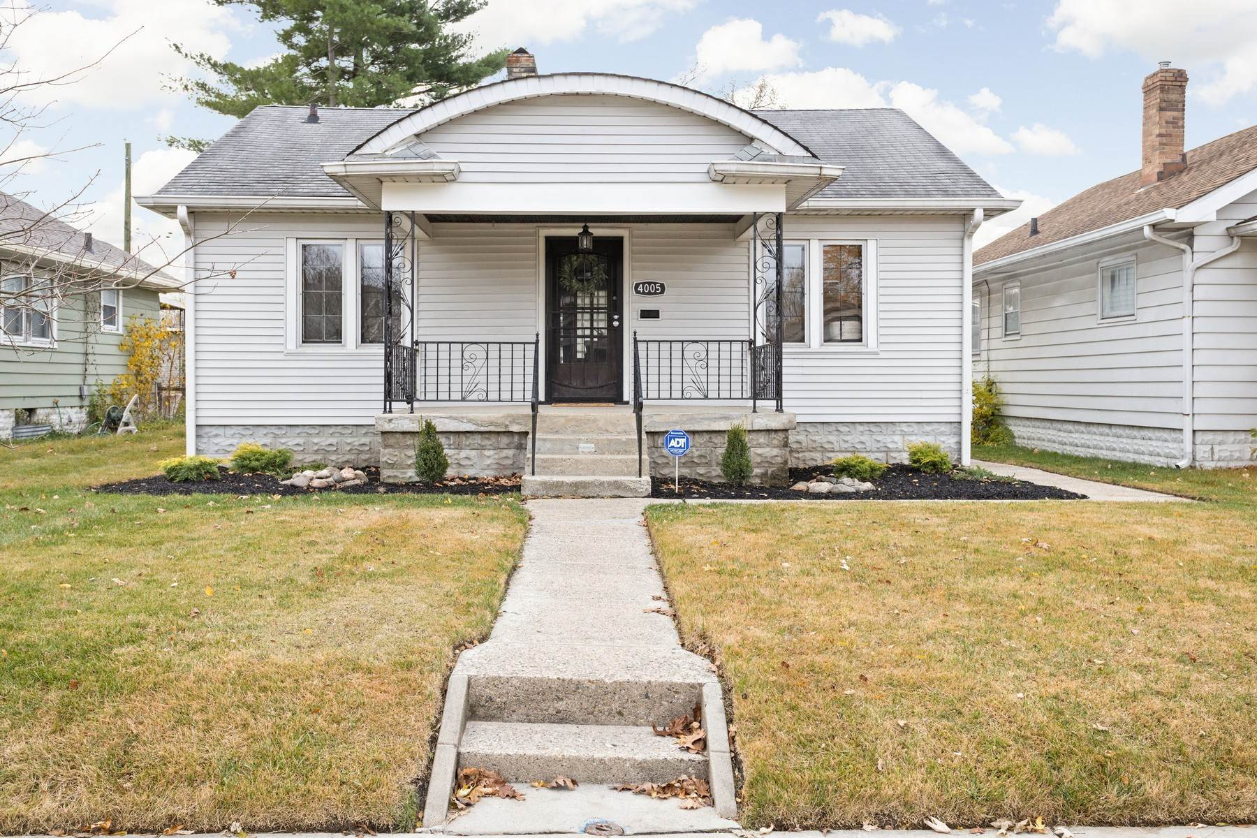 Single Family Homes por un Venta en On-Trend Renovation 4005 East 11TH Street Indianapolis, Indiana 46201 Estados Unidos